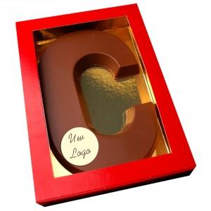 Letter C met logo melkchocolade